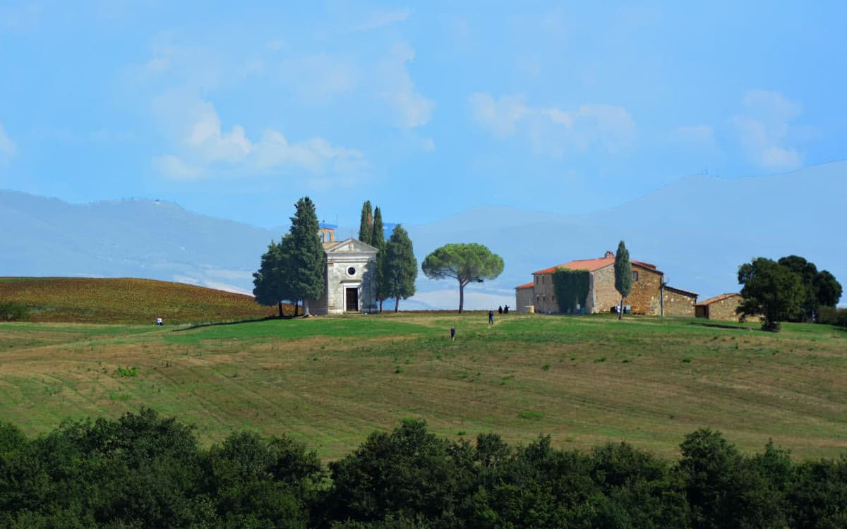 church_in_tuscany_val_dorcia
