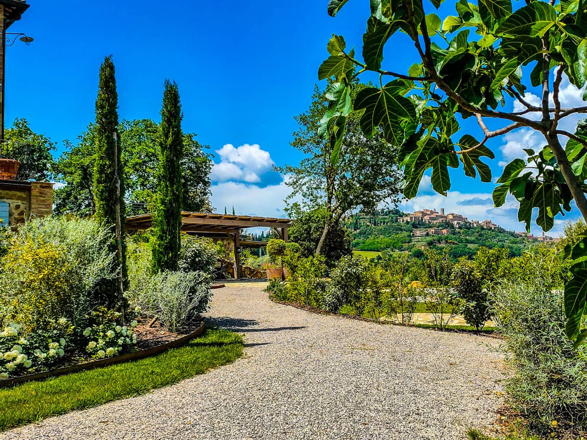 italiaanse-bed-and-breakfast-tuinen-uitzicht-op-montepulciano