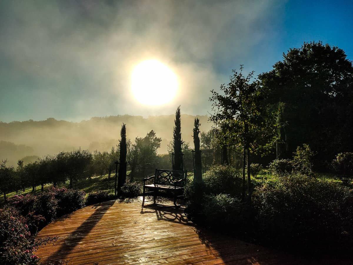 Toscaanse-zon-opkomst-bed-en-ontbijt-yoga-meditatieruimte